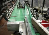 Vincor's new flat conveyor chain, which is suitable for high-speed and dry-running applications, lowers power consumption and noise, and increases the belt fatigue factor by up to 60%.
